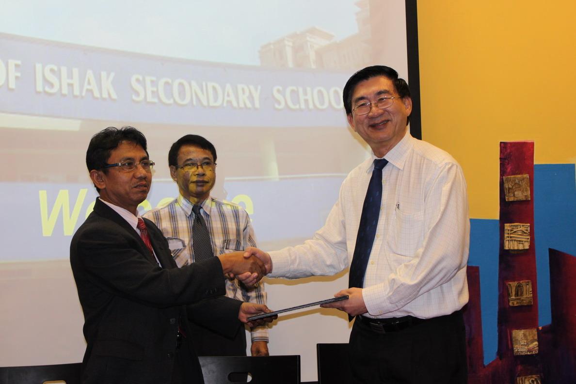 Yusuf Ishak with SMPN 1 Kuningan